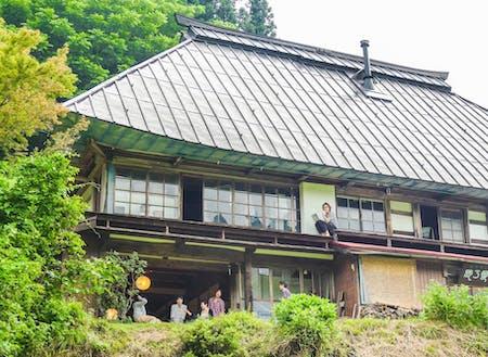 ふるさと小谷村の愛しき我が家。古民家noie梢乃雪。日本のど田舎には日本中から年間1500人以上の人々が訪れる。まさしく「地域の入口」となっている。