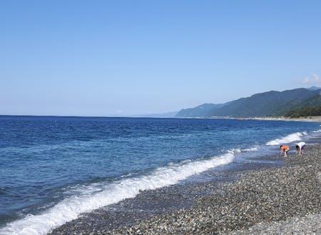 ヒスイ海岸でヒスイ探しや釣りを楽しむ。自然がいっぱい!
