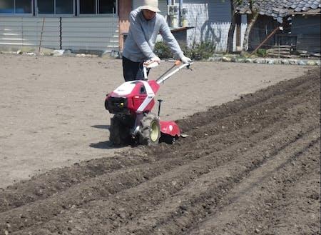 多様な農業機械の操作を学びます。