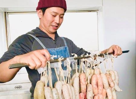 ぴゅあハム製法を手がける山下三郎さん(株式会社PURE FARM)