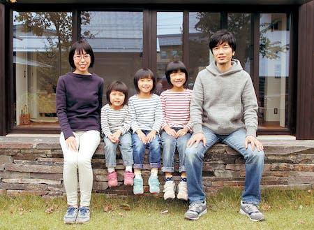 埼玉から移住し、木工作家として活動されている中川岳二さん一家
