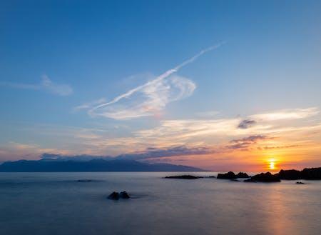 種子島から屋久島を望む、沈む夕陽