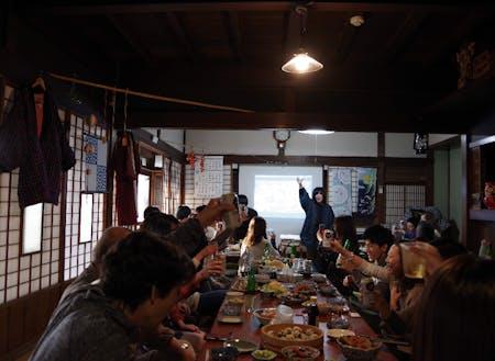 みんなでテーブル囲んで一緒のもの食べたかったんだよな~