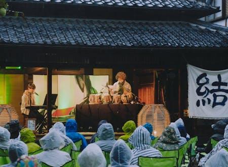 『結いのおと』では、ライブハウスや音楽ホールではなく、結城市を代表する寺院や酒蔵、着物問屋の建物や昭和初期に別荘として建てられた日本料理店、フランスの片田舎に迷い込んだかのようなカフェが一日限りのステージに。地域の人も快く使用を承諾してくれるというから驚きです…!