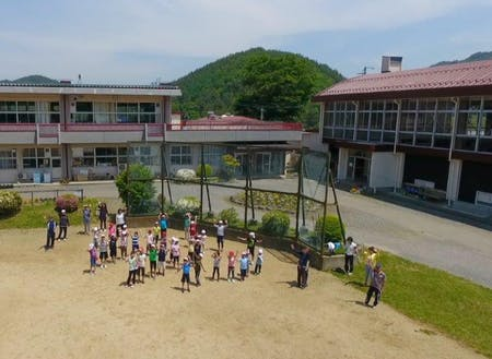小規模特認校に認定されている新山小学校