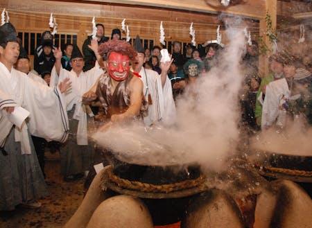 秘境遠山郷に伝わる「霜月祭り」の様子