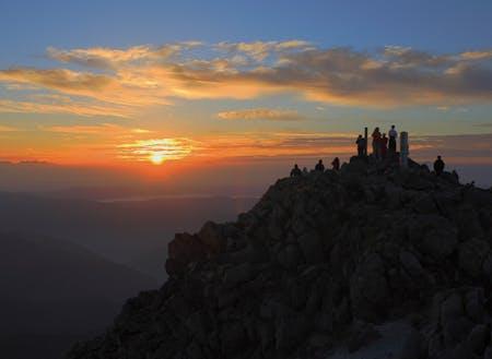 白山の御前峰からの朝日
