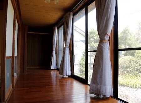 お試し住宅は、広い縁側付き!ゆったりと流れる時間をお楽しみください。