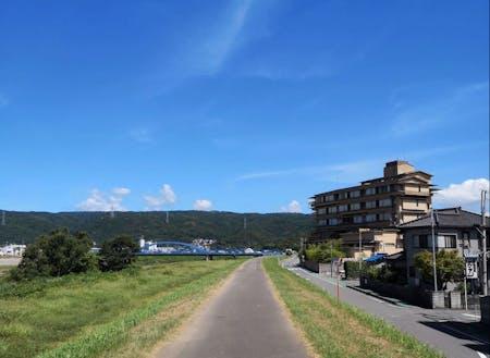 伊豆長岡の温泉街近く。空が広いんです。