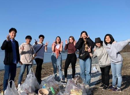 びわ湖のゴミ拾いイベントの様子