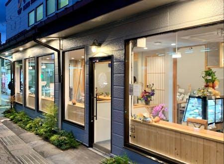 プロジェクトを通じて、最近オープンしたカフェ&コワーキングスペースの「小諸駅のまど」です。