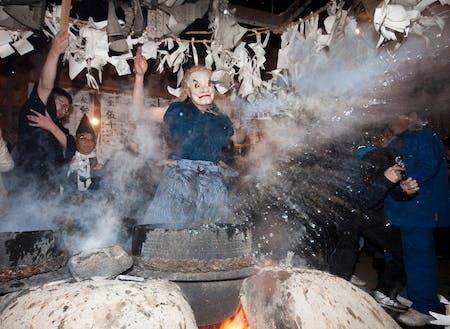 毎年12月に行われる霜月祭りの様子