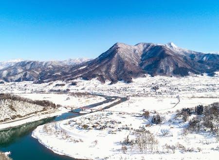 長野県の北部なので雪は降りますが、市街地は積雪5~20cmくらいです。周りを山に囲まれており、ウインタースポーツ楽しみ放題!