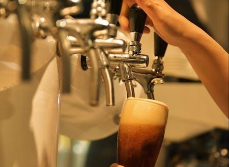 自社のクラフトビールや清酒の知識も知っていただきます。