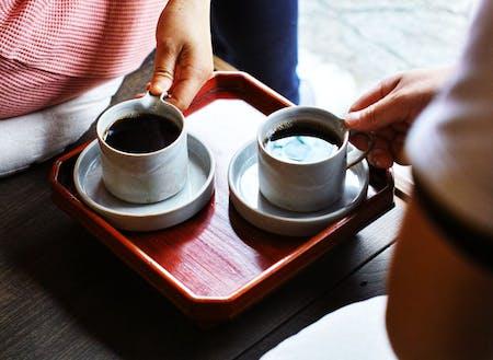 縁側を活用した昼のカフェ利用「縁側茶房」。珈琲屋さんとお菓子つくる人とのタッグ。