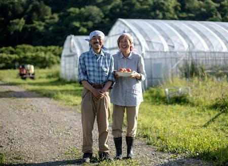 「アテネファーム」を営む中田夫妻。独自のブランドを作り上げ、ファンも多い。 移住者インタビュー:ずっと夢見てきた田舎暮らし。健やかでおいしいトマトを一生つくり続けたい~http://shimokawa-life.info/interview/interview-vol07/