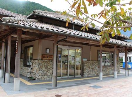 勤務する観光協会。観光客がまず立ち寄る場所です。