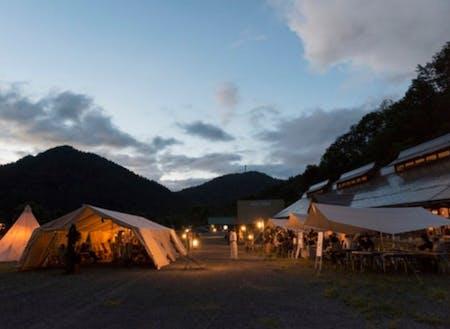 夏には、キャンプ場で演劇際も開催されます。