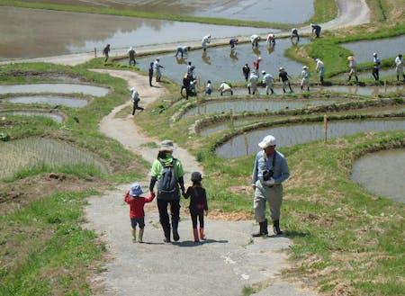 飯田市千代地区。棚田百選の一つである「よこね田んぼ」があります