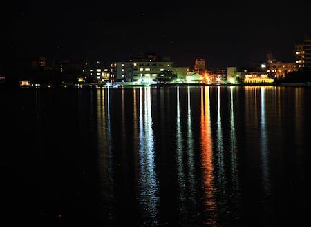 柴山潟の夜景を眺めるナイトクルーズも春秋にかけて運航