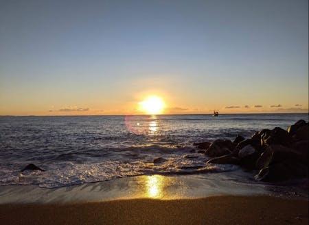 大好きな海で見た、綺麗な初日の出(吉田さん提供)。