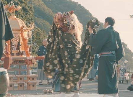 伝統的な祭りの様子