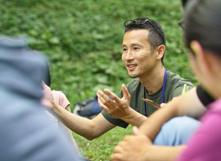 町と森を行き来して、事業構想(project design)、対話(dialogue)、しあわせ(well being)の研究と実践をしている、中村 一浩さん。森の中での自己との対話を担当くださいます。今年で3回目。