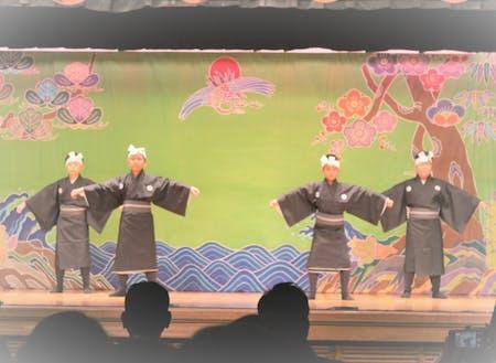 村民俗芸能発表会の一幕