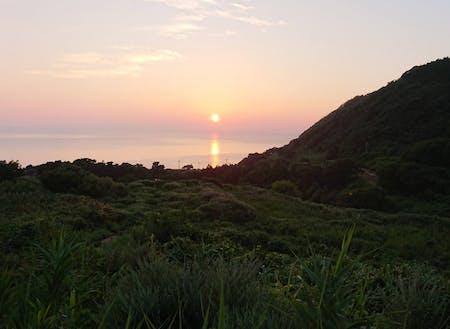 耕作放棄地となった棚田から見る夕日は絶景!ここにはデッキを設置予定