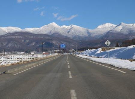 冬の空気は特に澄み、雪化粧の八ヶ岳が青空に映えます。