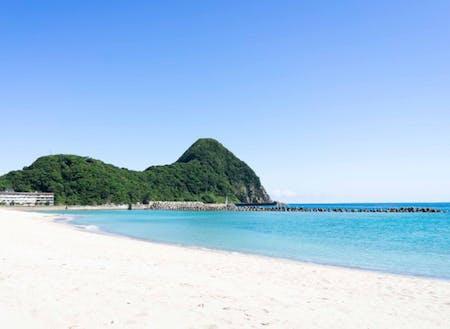 歩いてすぐにある竹野浜