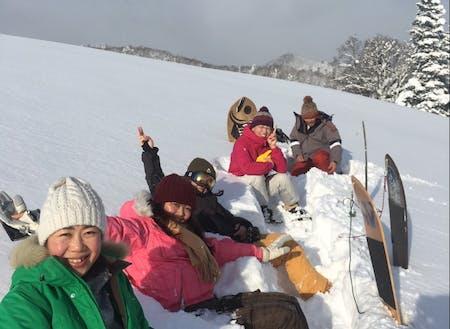 つながった仲間と雪板で遊ぶ。最高のひととき。