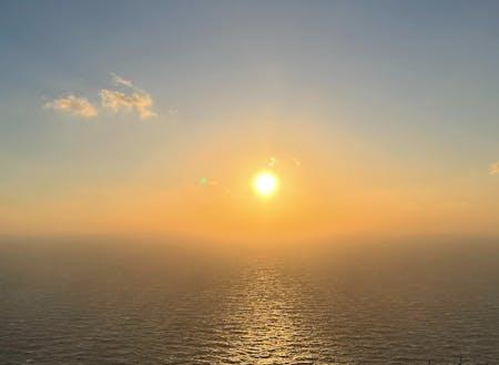 島ならではの夕日も、絶景ですよ。