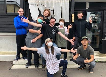 協力隊の窓口でもあるゲストハウスSENTŌのメンバー