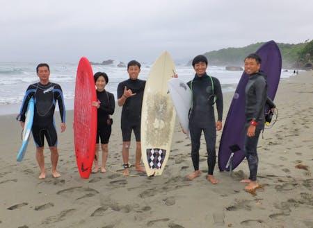 サーフィン移住体験ツアーで、移住希望者を案内することも。