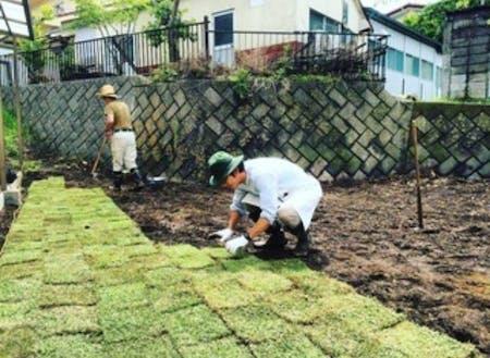 移住体験施設の庭や畑の手入れなんかもします。