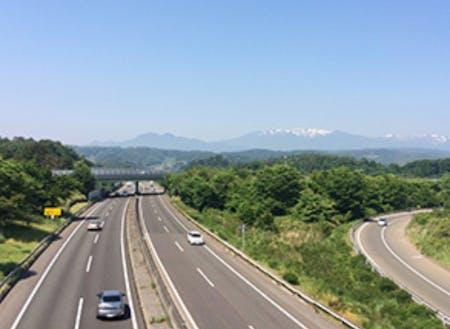 東北自動車道村田ICを利用すれば、仙台市をはじめ、大型商業施設や温泉、総合病院などアクセスも良好です。都会に近い田舎です。