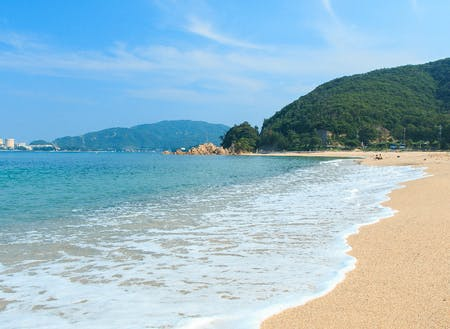 美浜町の水晶浜海水浴場