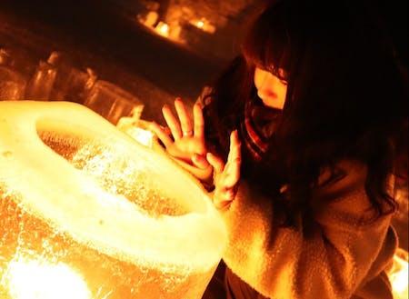 ④池田 美咲:道内出身の22歳。中でも好きな町のイベント、アイスキャンドルミュージアムにて。